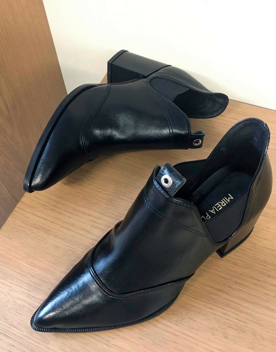 darla_cowvoy_mireia_playa_vegan_shoes.jpg